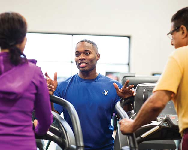 personal trainer coaching two clients