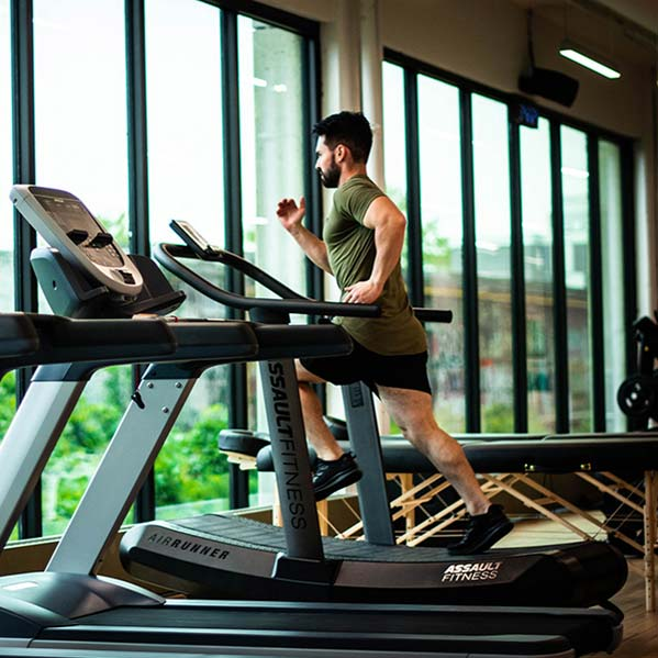 golf athlete training on a treadmill